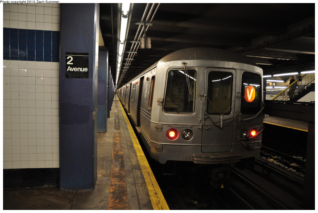 (220k, 1044x700)<br><b>Country:</b> United States<br><b>City:</b> New York<br><b>System:</b> New York City Transit<br><b>Line:</b> IND 6th Avenue Line<br><b>Location:</b> 2nd Avenue <br><b>Route:</b> V<br><b>Car:</b> R-46 (Pullman-Standard, 1974-75) 6038 <br><b>Photo by:</b> Zach Summer<br><b>Date:</b> 1/6/2010<br><b>Viewed (this week/total):</b> 0 / 955