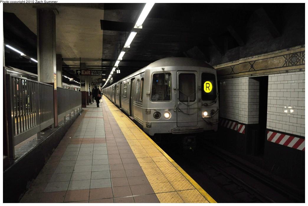 (181k, 1044x700)<br><b>Country:</b> United States<br><b>City:</b> New York<br><b>System:</b> New York City Transit<br><b>Location:</b> DeKalb Avenue<br><b>Route:</b> R<br><b>Car:</b> R-46 (Pullman-Standard, 1974-75) 5968 <br><b>Photo by:</b> Zach Summer<br><b>Date:</b> 10/26/2009<br><b>Viewed (this week/total):</b> 1 / 1404