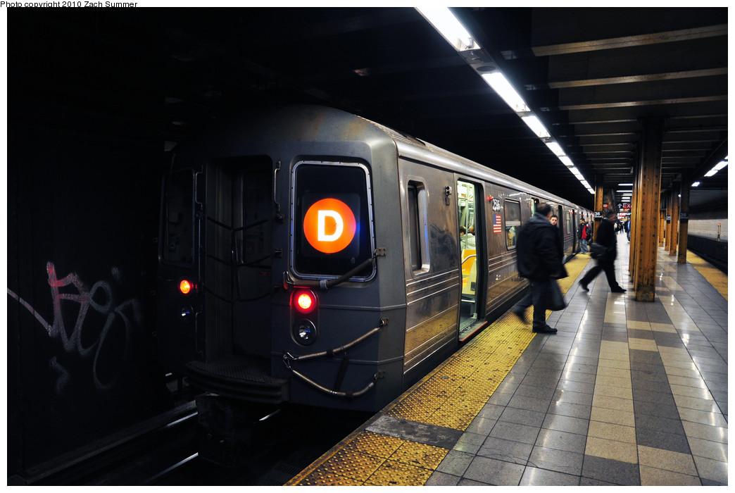 (206k, 1044x700)<br><b>Country:</b> United States<br><b>City:</b> New York<br><b>System:</b> New York City Transit<br><b>Line:</b> BMT 4th Avenue<br><b>Location:</b> 36th Street <br><b>Route:</b> D<br><b>Car:</b> R-68 (Westinghouse-Amrail, 1986-1988)  2596 <br><b>Photo by:</b> Zach Summer<br><b>Date:</b> 1/6/2010<br><b>Viewed (this week/total):</b> 3 / 1430