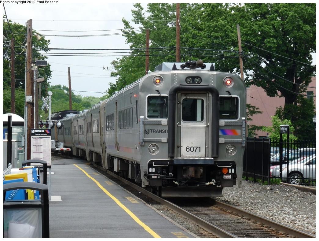 (274k, 1044x788)<br><b>Country:</b> United States<br><b>System:</b> NJ Transit (or Predecessor)<br><b>Line:</b> NJT Pascack Valley Line<br><b>Location:</b> New Bridge Landing (North Hackensack) <br><b>Car:</b> NJT Comet V 6071 <br><b>Photo by:</b> Paul Pesante<br><b>Date:</b> 6/12/2009<br><b>Viewed (this week/total):</b> 0 / 1206