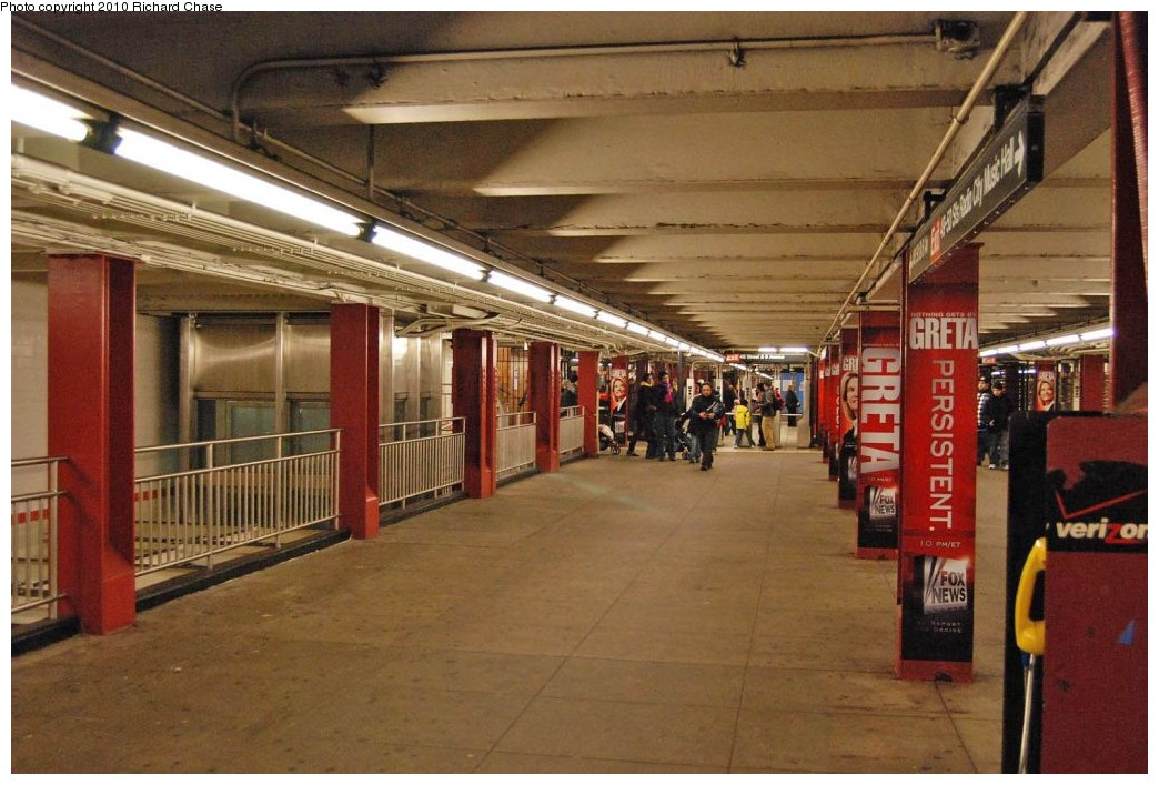 (197k, 1044x707)<br><b>Country:</b> United States<br><b>City:</b> New York<br><b>System:</b> New York City Transit<br><b>Line:</b> IND 6th Avenue Line<br><b>Location:</b> 47-50th Street/Rockefeller Center <br><b>Photo by:</b> Richard Chase<br><b>Date:</b> 12/27/2009<br><b>Notes:</b> Mezzanine<br><b>Viewed (this week/total):</b> 2 / 1217