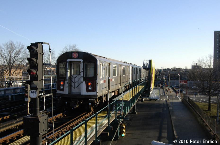 (170k, 930x614)<br><b>Country:</b> United States<br><b>City:</b> New York<br><b>System:</b> New York City Transit<br><b>Line:</b> IRT Pelham Line<br><b>Location:</b> Morrison/Soundview Aves. <br><b>Route:</b> 6<br><b>Car:</b> R-142A (Primary Order, Kawasaki, 1999-2002)  7271 <br><b>Photo by:</b> Peter Ehrlich<br><b>Date:</b> 1/6/2010<br><b>Notes:</b> Outbound. Trailing view.<br><b>Viewed (this week/total):</b> 4 / 887