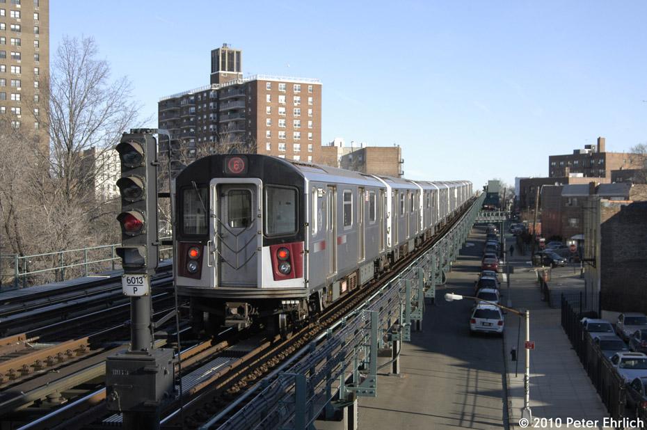 (186k, 930x618)<br><b>Country:</b> United States<br><b>City:</b> New York<br><b>System:</b> New York City Transit<br><b>Line:</b> IRT Pelham Line<br><b>Location:</b> Middletown Road <br><b>Route:</b> 6<br><b>Car:</b> R-142A (Primary Order, Kawasaki, 1999-2002)  7335 <br><b>Photo by:</b> Peter Ehrlich<br><b>Date:</b> 1/6/2010<br><b>Notes:</b> Outbound<br><b>Viewed (this week/total):</b> 0 / 1194