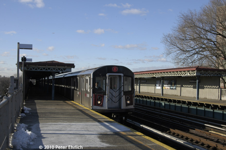 (166k, 930x618)<br><b>Country:</b> United States<br><b>City:</b> New York<br><b>System:</b> New York City Transit<br><b>Line:</b> IRT Pelham Line<br><b>Location:</b> Middletown Road <br><b>Route:</b> 6<br><b>Car:</b> R-142A (Primary Order, Kawasaki, 1999-2002)  7426 <br><b>Photo by:</b> Peter Ehrlich<br><b>Date:</b> 1/6/2010<br><b>Notes:</b> Outbound<br><b>Viewed (this week/total):</b> 0 / 917