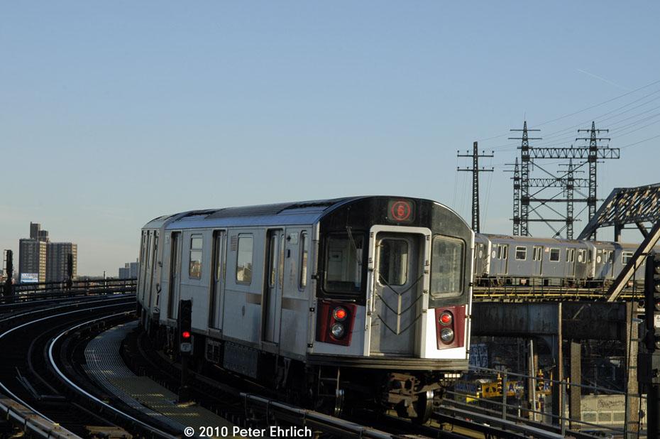 (119k, 930x618)<br><b>Country:</b> United States<br><b>City:</b> New York<br><b>System:</b> New York City Transit<br><b>Line:</b> IRT Pelham Line<br><b>Location:</b> Whitlock Avenue <br><b>Route:</b> 6<br><b>Car:</b> R-142A (Primary Order, Kawasaki, 1999-2002)  7575 <br><b>Photo by:</b> Peter Ehrlich<br><b>Date:</b> 1/6/2010<br><b>Notes:</b> Outbound<br><b>Viewed (this week/total):</b> 0 / 903
