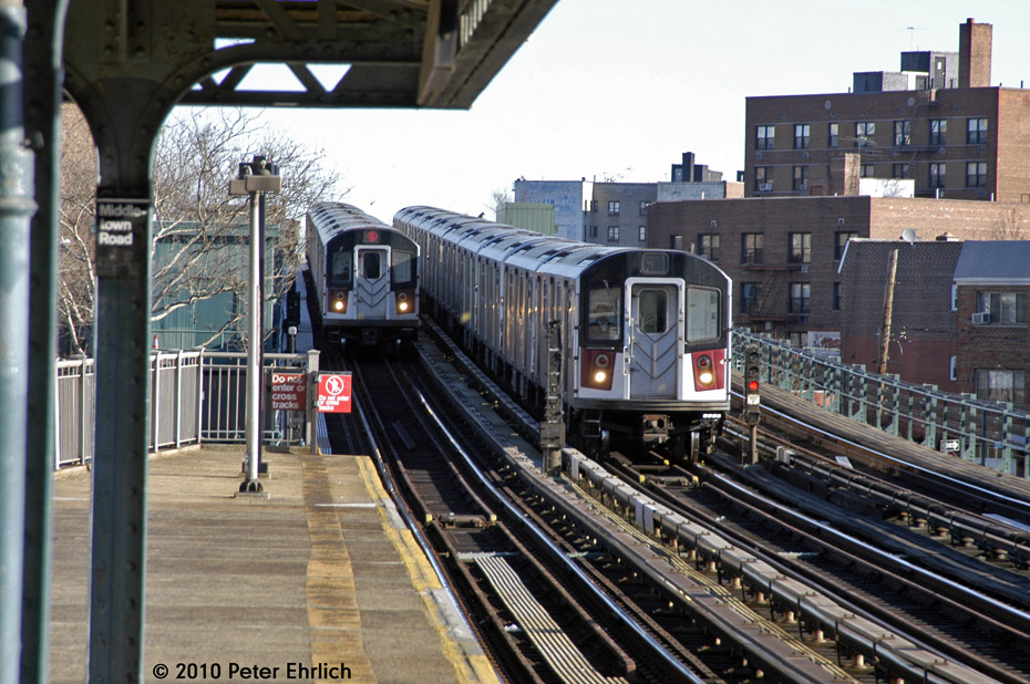 (225k, 930x618)<br><b>Country:</b> United States<br><b>City:</b> New York<br><b>System:</b> New York City Transit<br><b>Line:</b> IRT Pelham Line<br><b>Location:</b> Middletown Road <br><b>Route:</b> 6<br><b>Car:</b> R-142A (Option Order, Kawasaki, 2002-2003)  7645 <br><b>Photo by:</b> Peter Ehrlich<br><b>Date:</b> 1/6/2010<br><b>Notes:</b> Inbound; With 7560 inbound.  7645 is on the middle track, heading for Westchester Yard.<br><b>Viewed (this week/total):</b> 0 / 1047