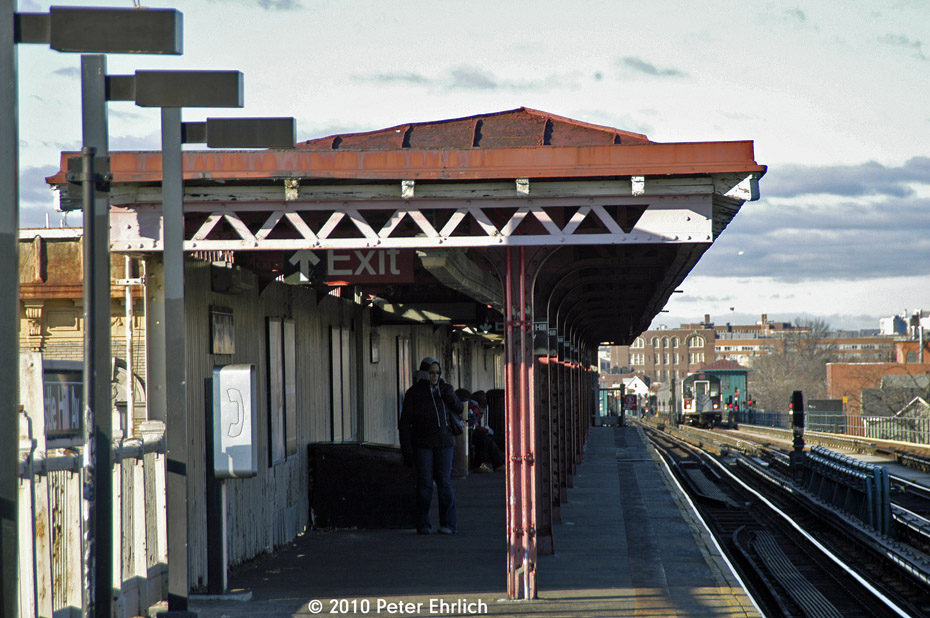 (195k, 930x618)<br><b>Country:</b> United States<br><b>City:</b> New York<br><b>System:</b> New York City Transit<br><b>Line:</b> IRT Pelham Line<br><b>Location:</b> East 177th Street/Parkchester <br><b>Photo by:</b> Peter Ehrlich<br><b>Date:</b> 1/6/2010<br><b>Notes:</b> Switchback trains east of E. 177th Street/Parkchester.  View from Castle Hill Avenue.<br><b>Viewed (this week/total):</b> 1 / 1159