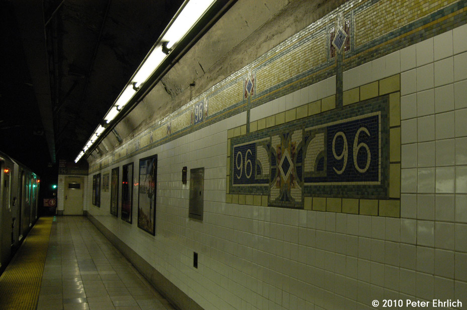 (169k, 930x618)<br><b>Country:</b> United States<br><b>City:</b> New York<br><b>System:</b> New York City Transit<br><b>Line:</b> IRT East Side Line<br><b>Location:</b> 96th Street <br><b>Photo by:</b> Peter Ehrlich<br><b>Date:</b> 1/6/2010<br><b>Notes:</b> With inbound train on left.<br><b>Viewed (this week/total):</b> 1 / 960