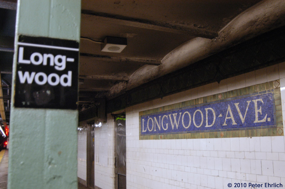 (146k, 930x618)<br><b>Country:</b> United States<br><b>City:</b> New York<br><b>System:</b> New York City Transit<br><b>Line:</b> IRT Pelham Line<br><b>Location:</b> Longwood Avenue <br><b>Photo by:</b> Peter Ehrlich<br><b>Date:</b> 1/6/2010<br><b>Viewed (this week/total):</b> 2 / 1035