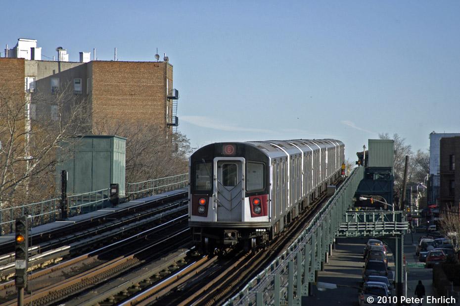 (185k, 930x618)<br><b>Country:</b> United States<br><b>City:</b> New York<br><b>System:</b> New York City Transit<br><b>Line:</b> IRT Pelham Line<br><b>Location:</b> Middletown Road <br><b>Route:</b> 6<br><b>Car:</b> R-142A (Primary Order, Kawasaki, 1999-2002)  7335 <br><b>Photo by:</b> Peter Ehrlich<br><b>Date:</b> 1/6/2010<br><b>Viewed (this week/total):</b> 2 / 839