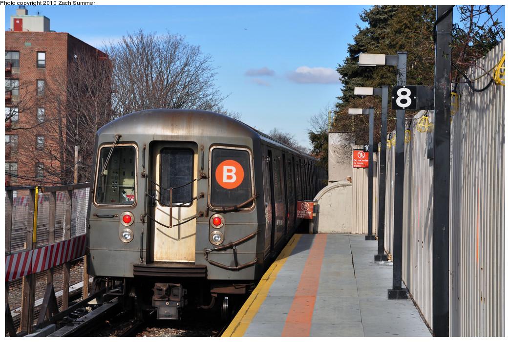 (305k, 1044x700)<br><b>Country:</b> United States<br><b>City:</b> New York<br><b>System:</b> New York City Transit<br><b>Line:</b> BMT Brighton Line<br><b>Location:</b> Neck Road <br><b>Route:</b> B<br><b>Car:</b> R-68A (Kawasaki, 1988-1989)  5072 <br><b>Photo by:</b> Zach Summer<br><b>Date:</b> 1/7/2010<br><b>Viewed (this week/total):</b> 1 / 1158