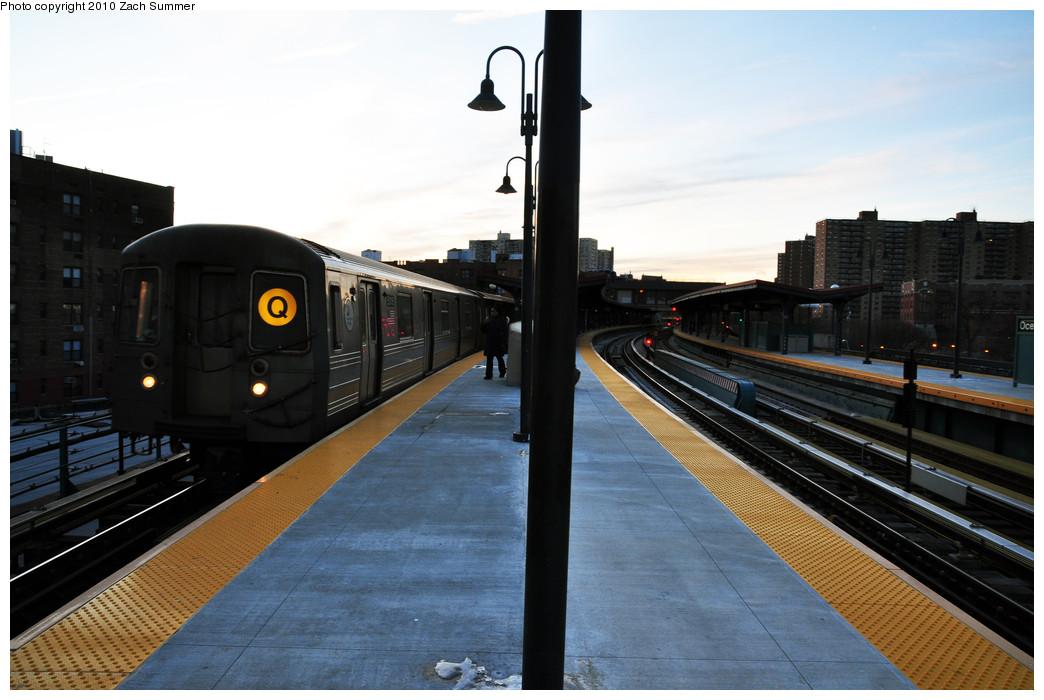 (208k, 1044x700)<br><b>Country:</b> United States<br><b>City:</b> New York<br><b>System:</b> New York City Transit<br><b>Line:</b> BMT Brighton Line<br><b>Location:</b> Ocean Parkway <br><b>Route:</b> Q<br><b>Car:</b> R-68A (Kawasaki, 1988-1989)  5016 <br><b>Photo by:</b> Zach Summer<br><b>Date:</b> 1/6/2010<br><b>Viewed (this week/total):</b> 0 / 1103