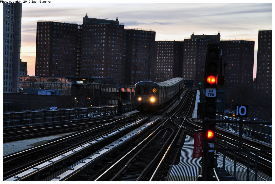 (256k, 1044x700)<br><b>Country:</b> United States<br><b>City:</b> New York<br><b>System:</b> New York City Transit<br><b>Line:</b> BMT Brighton Line<br><b>Location:</b> Ocean Parkway <br><b>Route:</b> Q<br><b>Car:</b> R-68A (Kawasaki, 1988-1989)   <br><b>Photo by:</b> Zach Summer<br><b>Date:</b> 1/6/2010<br><b>Viewed (this week/total):</b> 2 / 1445