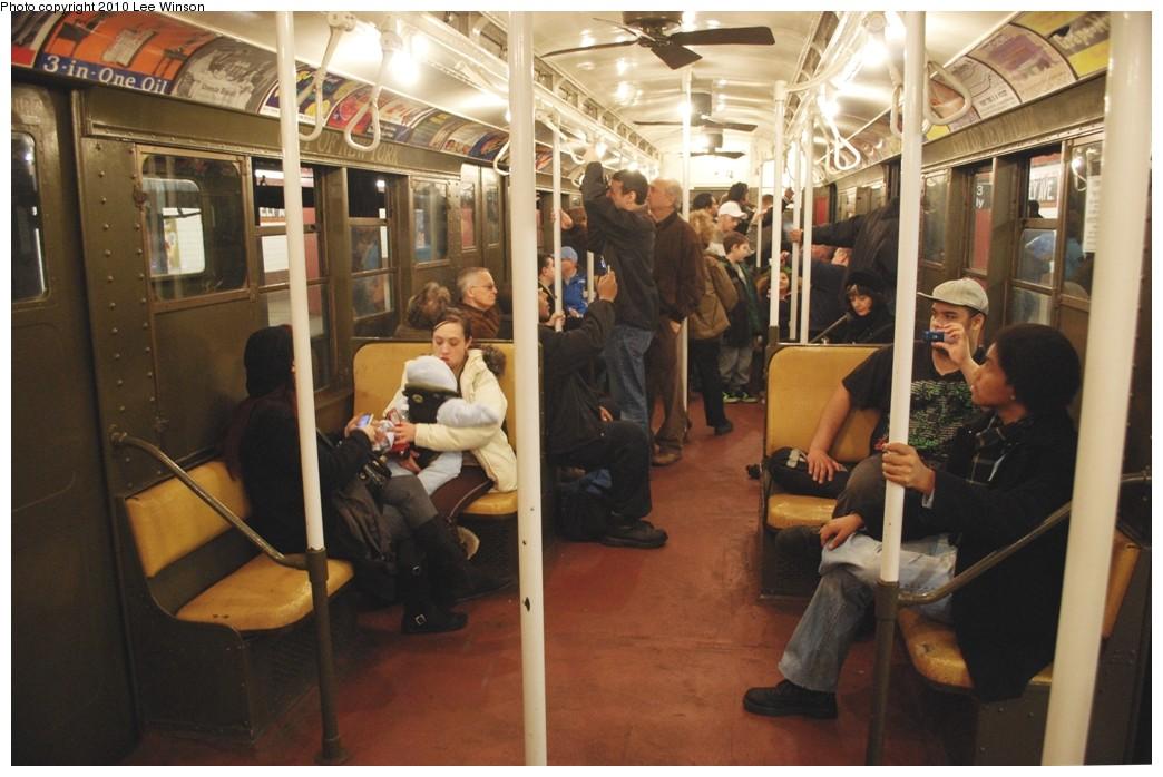 (203k, 1044x698)<br><b>Country:</b> United States<br><b>City:</b> New York<br><b>System:</b> New York City Transit<br><b>Route:</b> Museum Train Service (V)<br><b>Car:</b> R-1 (American Car & Foundry, 1930-1931) 100 <br><b>Photo by:</b> Lee Winson<br><b>Date:</b> 12/27/2009<br><b>Viewed (this week/total):</b> 1 / 1506