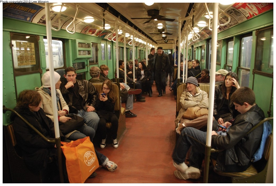 (218k, 1044x705)<br><b>Country:</b> United States<br><b>City:</b> New York<br><b>System:</b> New York City Transit<br><b>Route:</b> Museum Train Service (V)<br><b>Car:</b> R-4 (American Car & Foundry, 1932-1933) 484 <br><b>Photo by:</b> Lee Winson<br><b>Date:</b> 12/27/2009<br><b>Viewed (this week/total):</b> 0 / 1041