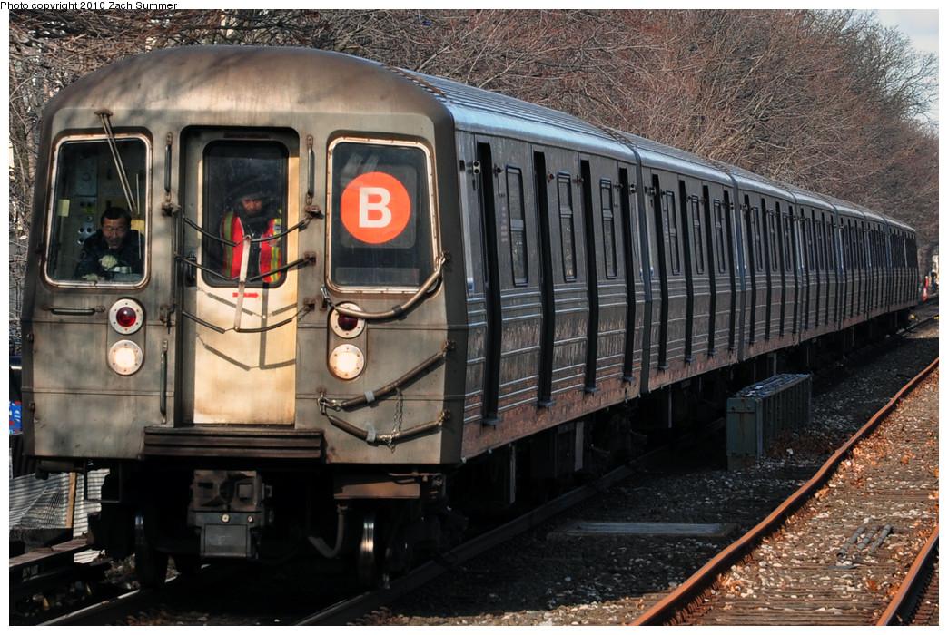 (294k, 1044x700)<br><b>Country:</b> United States<br><b>City:</b> New York<br><b>System:</b> New York City Transit<br><b>Line:</b> BMT Brighton Line<br><b>Location:</b> Kings Highway <br><b>Route:</b> B<br><b>Car:</b> R-68 (Westinghouse-Amrail, 1986-1988)  2806 <br><b>Photo by:</b> Zach Summer<br><b>Date:</b> 1/7/2010<br><b>Viewed (this week/total):</b> 1 / 986