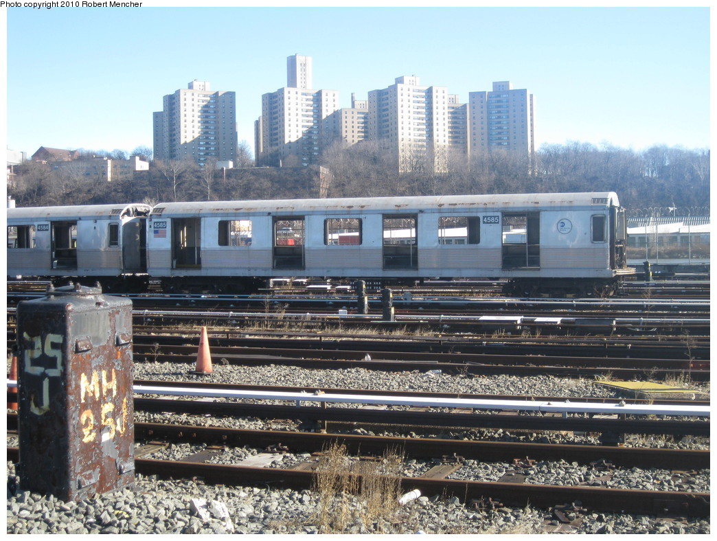 (285k, 1044x788)<br><b>Country:</b> United States<br><b>City:</b> New York<br><b>System:</b> New York City Transit<br><b>Location:</b> 207th Street Yard<br><b>Car:</b> R-42 (St. Louis, 1969-1970)  4585 <br><b>Photo by:</b> Robert Mencher<br><b>Date:</b> 1/18/2010<br><b>Notes:</b> Scrap<br><b>Viewed (this week/total):</b> 2 / 730
