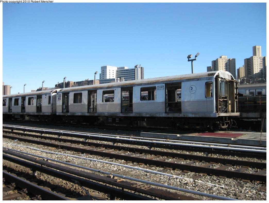 (240k, 1044x788)<br><b>Country:</b> United States<br><b>City:</b> New York<br><b>System:</b> New York City Transit<br><b>Location:</b> 207th Street Yard<br><b>Car:</b> R-42 (St. Louis, 1969-1970)  4582 <br><b>Photo by:</b> Robert Mencher<br><b>Date:</b> 1/18/2010<br><b>Notes:</b> Scrap<br><b>Viewed (this week/total):</b> 0 / 558
