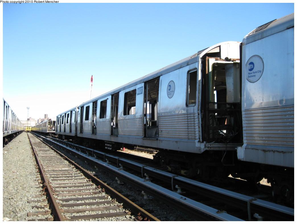 (208k, 1044x788)<br><b>Country:</b> United States<br><b>City:</b> New York<br><b>System:</b> New York City Transit<br><b>Location:</b> 207th Street Yard<br><b>Car:</b> R-42 (St. Louis, 1969-1970)  4637 <br><b>Photo by:</b> Robert Mencher<br><b>Date:</b> 1/18/2010<br><b>Notes:</b> Scrap<br><b>Viewed (this week/total):</b> 0 / 455