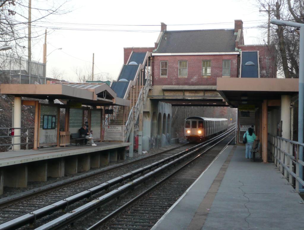 (112k, 1024x776)<br><b>Country:</b> United States<br><b>City:</b> New York<br><b>System:</b> New York City Transit<br><b>Line:</b> SIRT<br><b>Location:</b> Annadale <br><b>Photo by:</b> Robbie Rosenfeld<br><b>Date:</b> 1/21/2010<br><b>Viewed (this week/total):</b> 0 / 1174