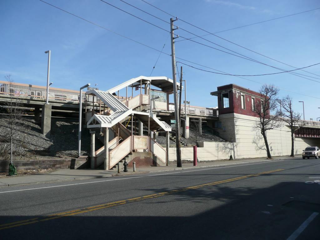 (120k, 1024x768)<br><b>Country:</b> United States<br><b>City:</b> New York<br><b>System:</b> New York City Transit<br><b>Line:</b> SIRT<br><b>Location:</b> Clifton <br><b>Photo by:</b> Robbie Rosenfeld<br><b>Date:</b> 1/21/2010<br><b>Viewed (this week/total):</b> 0 / 1081