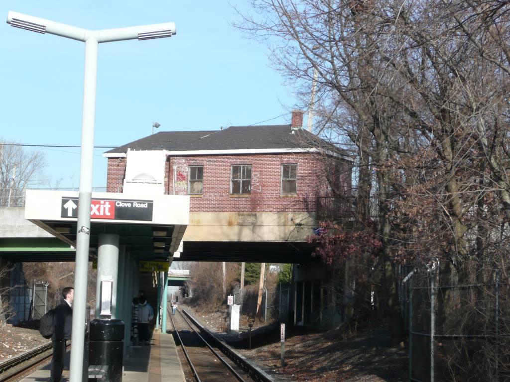 (158k, 1024x768)<br><b>Country:</b> United States<br><b>City:</b> New York<br><b>System:</b> New York City Transit<br><b>Line:</b> SIRT<br><b>Location:</b> Grasmere <br><b>Photo by:</b> Robbie Rosenfeld<br><b>Date:</b> 1/21/2010<br><b>Viewed (this week/total):</b> 0 / 840