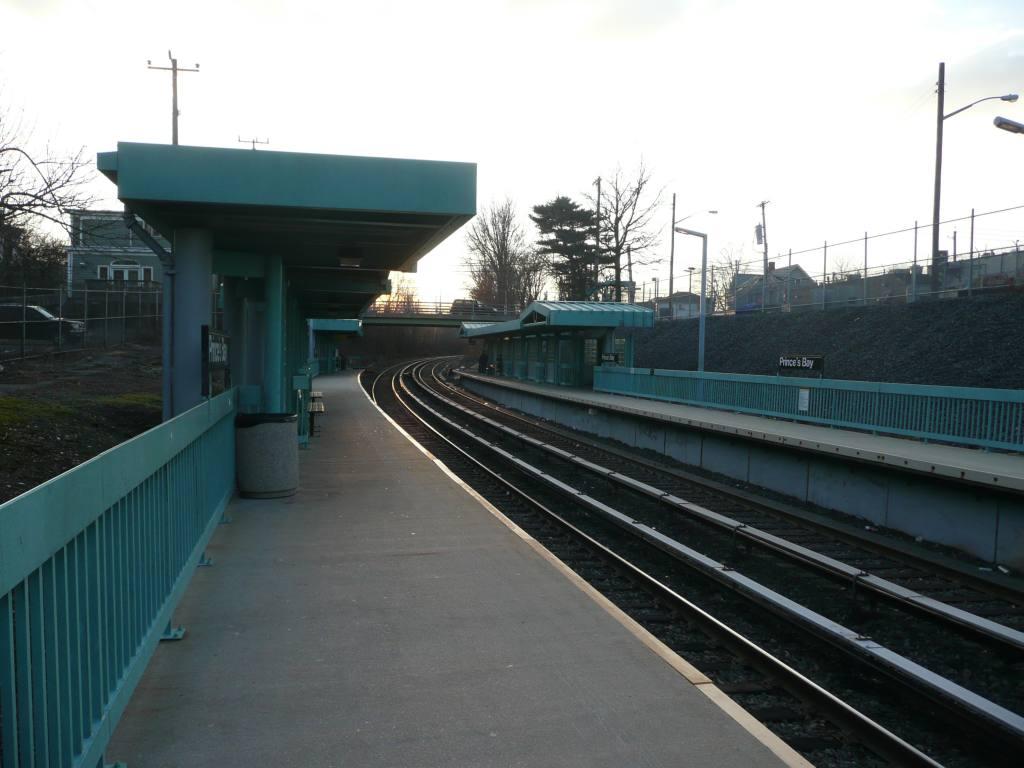 (106k, 1024x768)<br><b>Country:</b> United States<br><b>City:</b> New York<br><b>System:</b> New York City Transit<br><b>Line:</b> SIRT<br><b>Location:</b> Prince's Bay <br><b>Photo by:</b> Robbie Rosenfeld<br><b>Date:</b> 1/20/2010<br><b>Viewed (this week/total):</b> 1 / 832