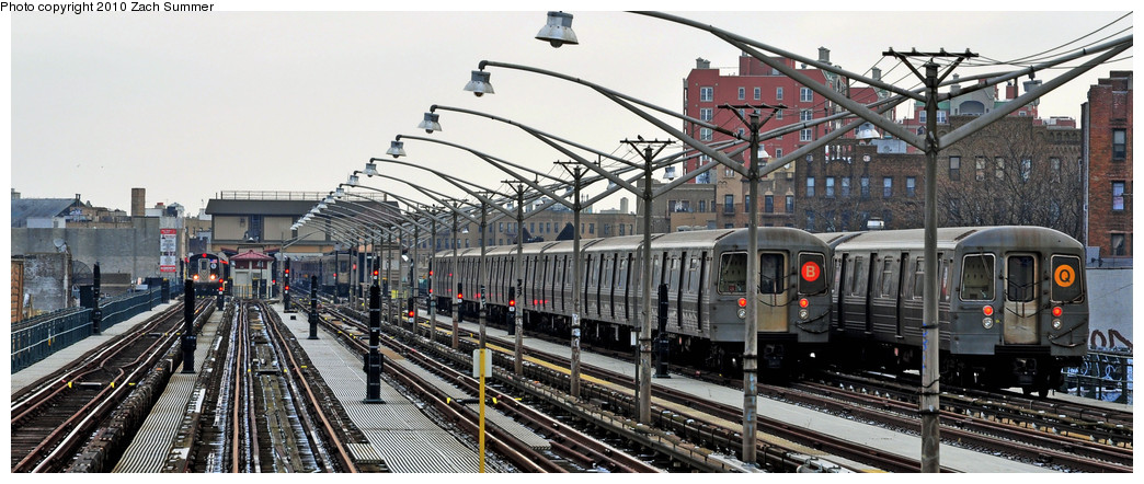 (219k, 1044x442)<br><b>Country:</b> United States<br><b>City:</b> New York<br><b>System:</b> New York City Transit<br><b>Line:</b> BMT Brighton Line<br><b>Location:</b> Ocean Parkway <br><b>Route:</b> B Layup<br><b>Car:</b> R-68A (Kawasaki, 1988-1989)  5018 <br><b>Photo by:</b> Zach Summer<br><b>Date:</b> 1/8/2010<br><b>Notes:</b> With R68A Manhattan-Bound Q<br><b>Viewed (this week/total):</b> 2 / 1375