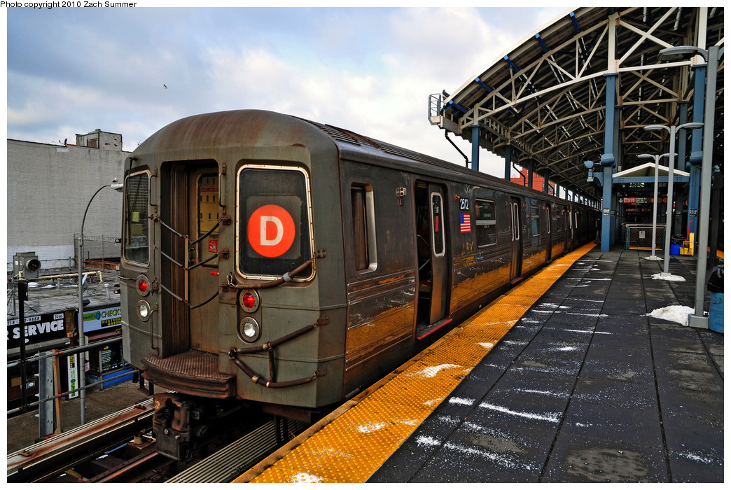 (314k, 1044x700)<br><b>Country:</b> United States<br><b>City:</b> New York<br><b>System:</b> New York City Transit<br><b>Location:</b> Coney Island/Stillwell Avenue<br><b>Route:</b> D<br><b>Car:</b> R-68 (Westinghouse-Amrail, 1986-1988)  2512 <br><b>Photo by:</b> Zach Summer<br><b>Date:</b> 1/8/2010<br><b>Viewed (this week/total):</b> 0 / 1184
