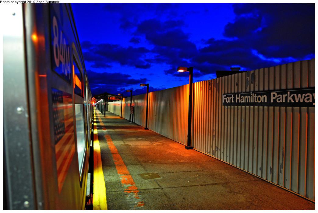 (257k, 1044x700)<br><b>Country:</b> United States<br><b>City:</b> New York<br><b>System:</b> New York City Transit<br><b>Line:</b> BMT West End Line<br><b>Location:</b> Fort Hamilton Parkway <br><b>Route:</b> M<br><b>Car:</b> R-160A-1 (Alstom, 2005-2008, 4 car sets)  8404 <br><b>Photo by:</b> Zach Summer<br><b>Date:</b> 1/8/2010<br><b>Viewed (this week/total):</b> 0 / 1412