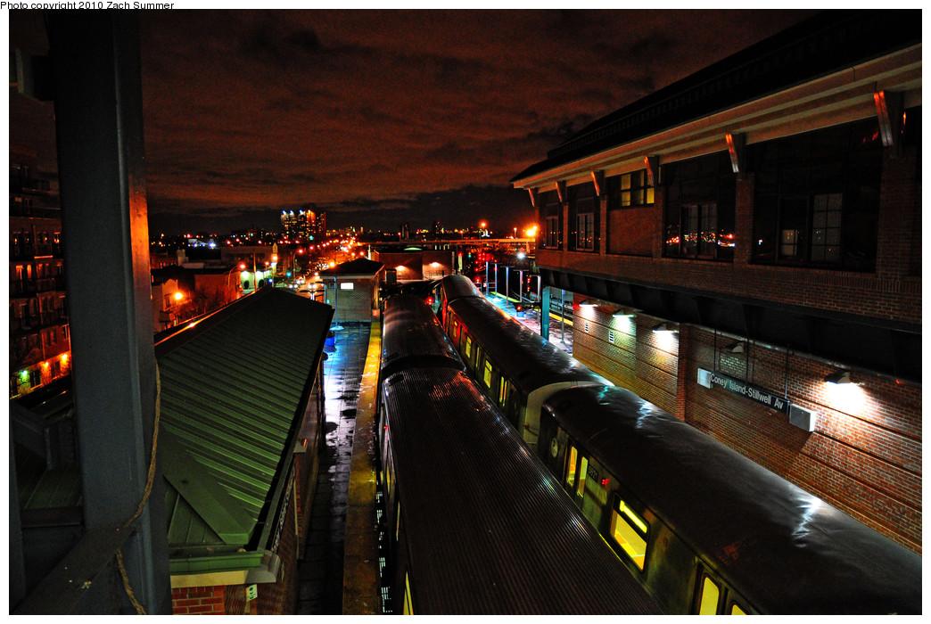 (279k, 1044x700)<br><b>Country:</b> United States<br><b>City:</b> New York<br><b>System:</b> New York City Transit<br><b>Location:</b> Coney Island/Stillwell Avenue<br><b>Route:</b> F<br><b>Car:</b> R-46 (Pullman-Standard, 1974-75) 5621 <br><b>Photo by:</b> Zach Summer<br><b>Date:</b> 1/8/2010<br><b>Viewed (this week/total):</b> 2 / 1736