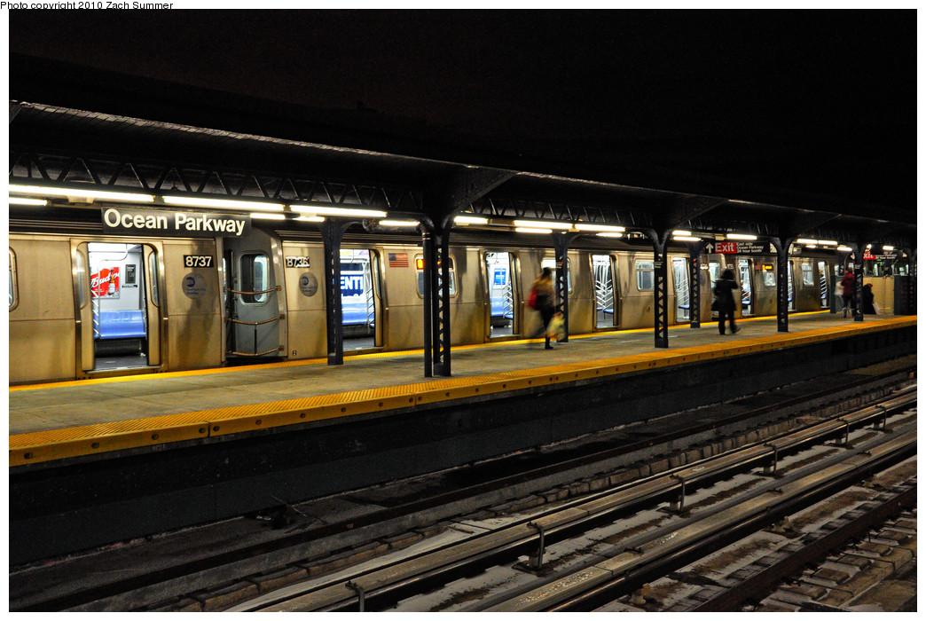 (269k, 1044x700)<br><b>Country:</b> United States<br><b>City:</b> New York<br><b>System:</b> New York City Transit<br><b>Line:</b> BMT Brighton Line<br><b>Location:</b> Ocean Parkway <br><b>Route:</b> Q<br><b>Car:</b> R-160B (Kawasaki, 2005-2008)   <br><b>Photo by:</b> Zach Summer<br><b>Date:</b> 1/8/2010<br><b>Viewed (this week/total):</b> 0 / 1634