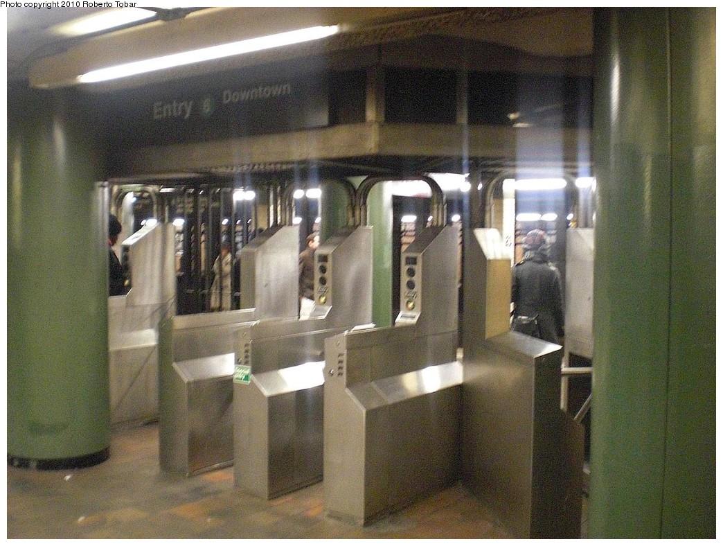 (289k, 1044x788)<br><b>Country:</b> United States<br><b>City:</b> New York<br><b>System:</b> New York City Transit<br><b>Line:</b> IRT East Side Line<br><b>Location:</b> 23rd Street <br><b>Photo by:</b> Roberto C. Tobar<br><b>Date:</b> 2/5/2010<br><b>Viewed (this week/total):</b> 1 / 1283