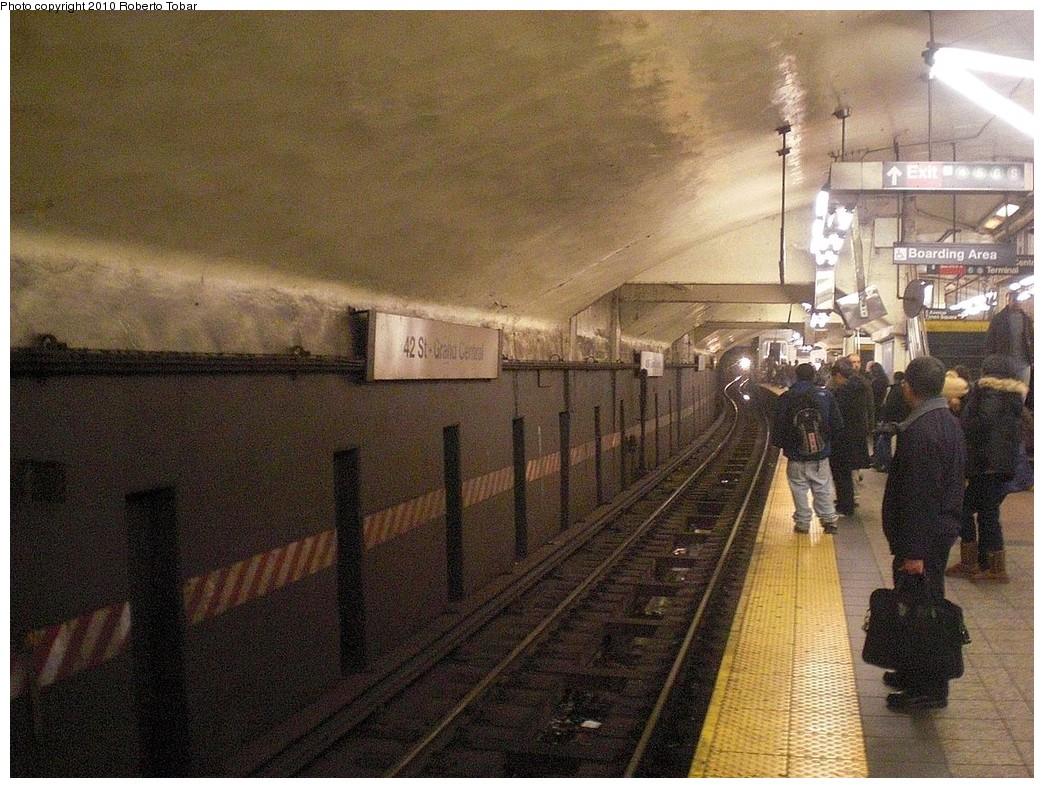 (304k, 1044x788)<br><b>Country:</b> United States<br><b>City:</b> New York<br><b>System:</b> New York City Transit<br><b>Line:</b> IRT Flushing Line<br><b>Location:</b> Grand Central <br><b>Photo by:</b> Roberto C. Tobar<br><b>Date:</b> 1/22/2010<br><b>Viewed (this week/total):</b> 0 / 1142