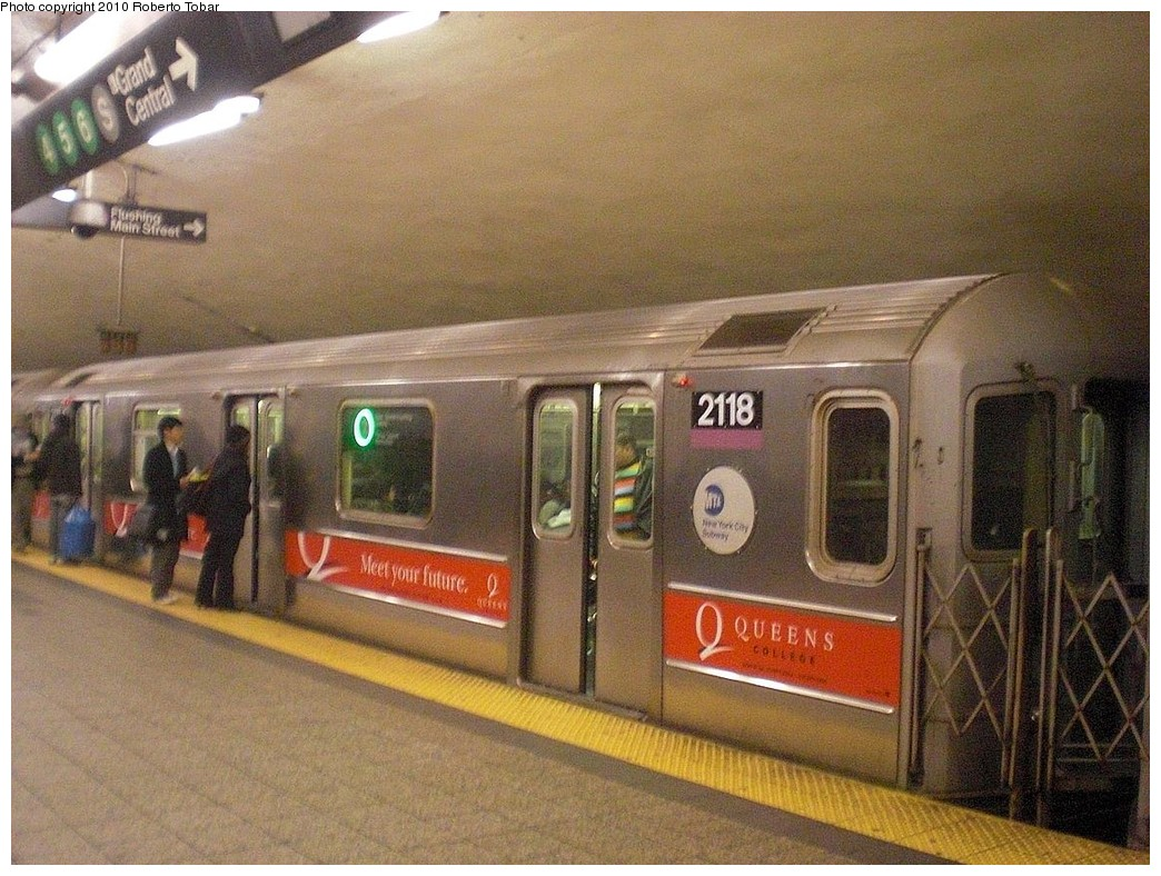 (291k, 1044x788)<br><b>Country:</b> United States<br><b>City:</b> New York<br><b>System:</b> New York City Transit<br><b>Line:</b> IRT Flushing Line<br><b>Location:</b> Grand Central <br><b>Route:</b> 7<br><b>Car:</b> R-62A (Bombardier, 1984-1987)  2118 <br><b>Photo by:</b> Roberto C. Tobar<br><b>Date:</b> 1/22/2010<br><b>Viewed (this week/total):</b> 0 / 1433