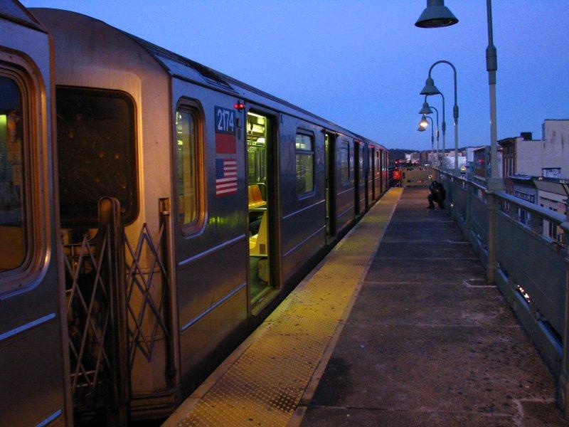 (95k, 800x600)<br><b>Country:</b> United States<br><b>City:</b> New York<br><b>System:</b> New York City Transit<br><b>Line:</b> IRT West Side Line<br><b>Location:</b> 207th Street <br><b>Route:</b> 1<br><b>Car:</b> R-62A (Bombardier, 1984-1987)  2174 <br><b>Photo by:</b> Bill E.<br><b>Date:</b> 12/27/2009<br><b>Viewed (this week/total):</b> 0 / 1279