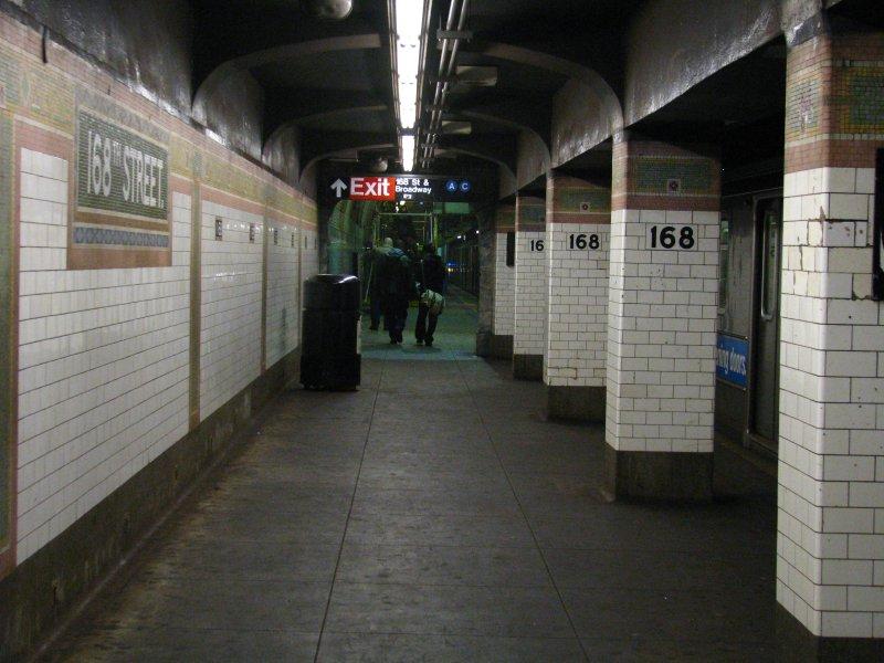 (95k, 800x600)<br><b>Country:</b> United States<br><b>City:</b> New York<br><b>System:</b> New York City Transit<br><b>Line:</b> IRT West Side Line<br><b>Location:</b> 168th Street <br><b>Photo by:</b> Bill E.<br><b>Date:</b> 12/27/2009<br><b>Viewed (this week/total):</b> 0 / 1512