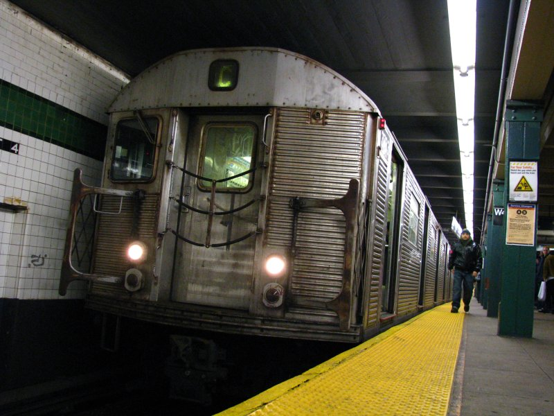 (107k, 800x600)<br><b>Country:</b> United States<br><b>City:</b> New York<br><b>System:</b> New York City Transit<br><b>Line:</b> IND 8th Avenue Line<br><b>Location:</b> West 4th Street/Washington Square <br><b>Route:</b> C<br><b>Car:</b> R-32 (Budd, 1964)   <br><b>Photo by:</b> Bill E.<br><b>Date:</b> 12/27/2009<br><b>Viewed (this week/total):</b> 0 / 1218