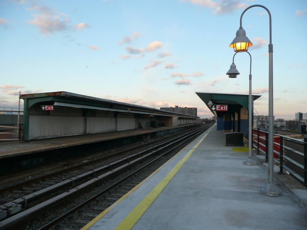 (92k, 1024x768)<br><b>Country:</b> United States<br><b>City:</b> New York<br><b>System:</b> New York City Transit<br><b>Line:</b> IND Rockaway<br><b>Location:</b> Beach 105th Street/Seaside <br><b>Photo by:</b> Robbie Rosenfeld<br><b>Date:</b> 1/26/2010<br><b>Notes:</b> Platform view.<br><b>Viewed (this week/total):</b> 2 / 697