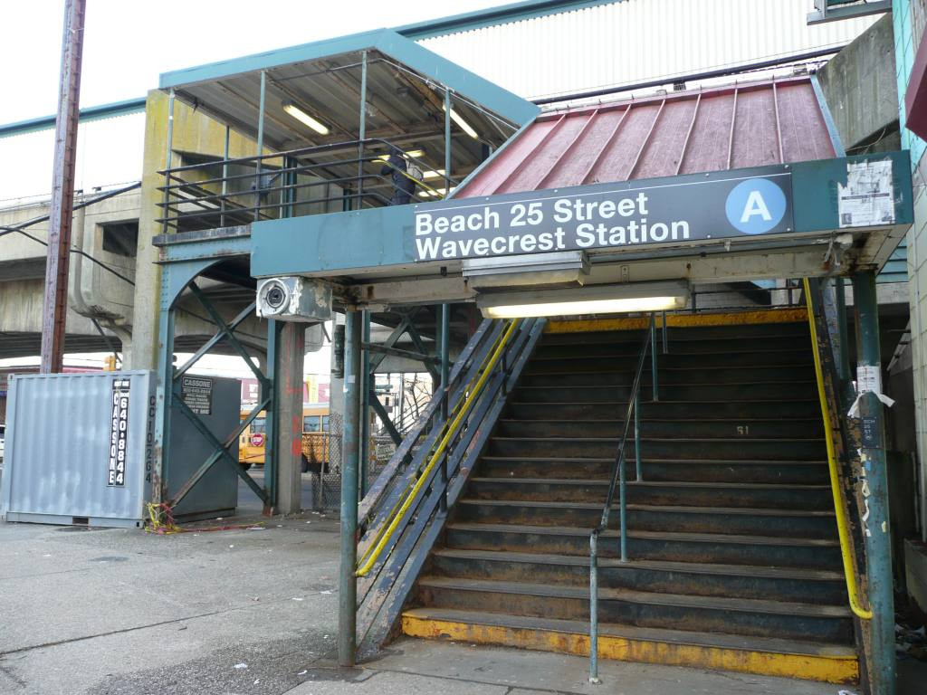 (131k, 1024x768)<br><b>Country:</b> United States<br><b>City:</b> New York<br><b>System:</b> New York City Transit<br><b>Line:</b> IND Rockaway<br><b>Location:</b> Beach 25th Street/Wavecrest <br><b>Photo by:</b> Robbie Rosenfeld<br><b>Date:</b> 1/26/2010<br><b>Notes:</b> Station entrance.<br><b>Viewed (this week/total):</b> 0 / 1260