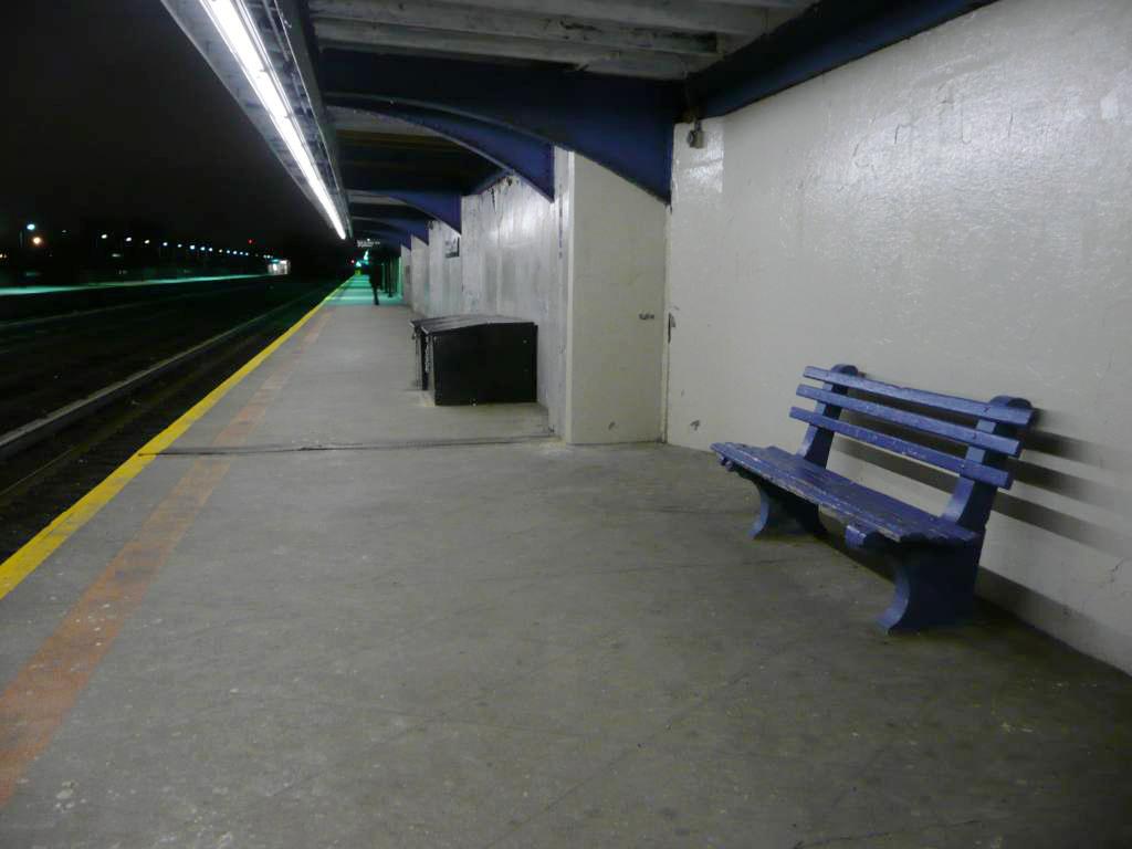 (181k, 1024x768)<br><b>Country:</b> United States<br><b>City:</b> New York<br><b>System:</b> New York City Transit<br><b>Line:</b> IND Rockaway<br><b>Location:</b> Aqueduct/North Conduit Avenue <br><b>Photo by:</b> Robbie Rosenfeld<br><b>Date:</b> 1/26/2010<br><b>Notes:</b> Platform view.<br><b>Viewed (this week/total):</b> 0 / 1302