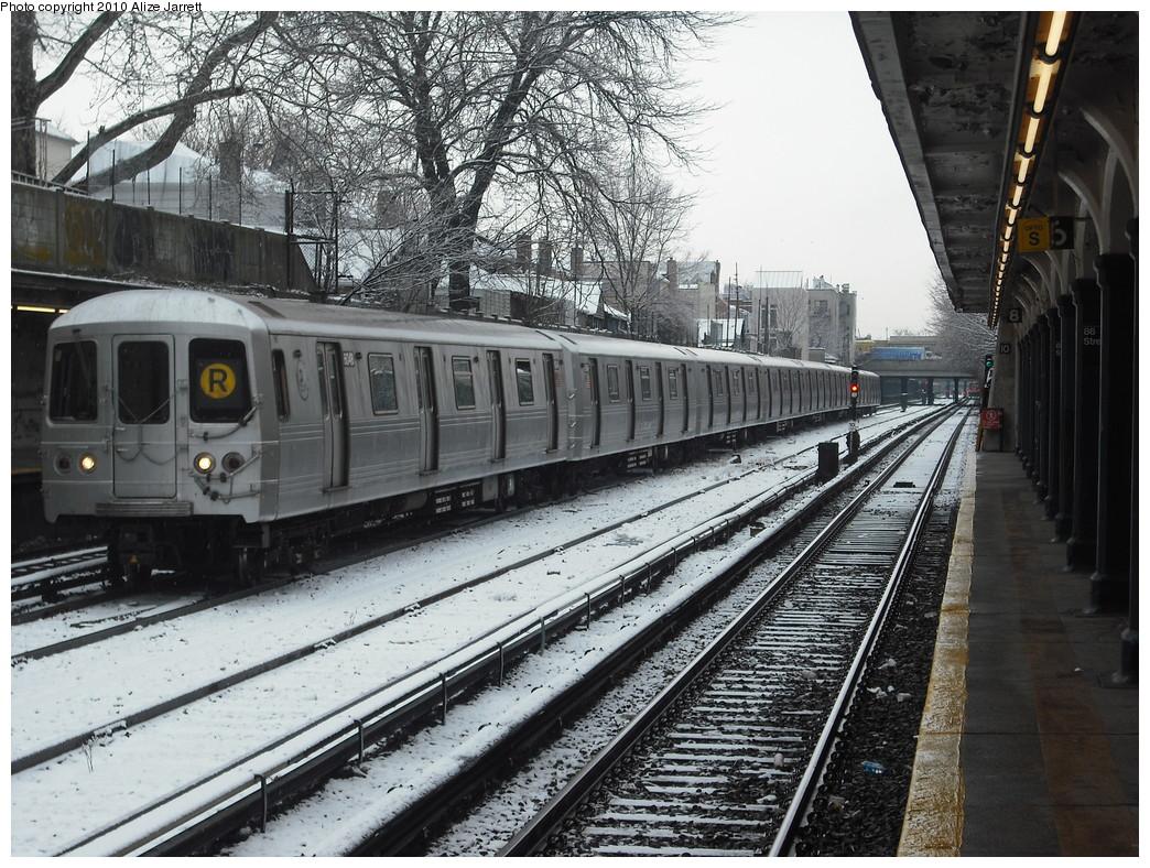 (297k, 1044x788)<br><b>Country:</b> United States<br><b>City:</b> New York<br><b>System:</b> New York City Transit<br><b>Line:</b> BMT Sea Beach Line<br><b>Location:</b> 86th Street <br><b>Route:</b> R put-in<br><b>Car:</b> R-46 (Pullman-Standard, 1974-75) 6048 <br><b>Photo by:</b> Alize Jarrett<br><b>Date:</b> 1/28/2010<br><b>Viewed (this week/total):</b> 1 / 1662
