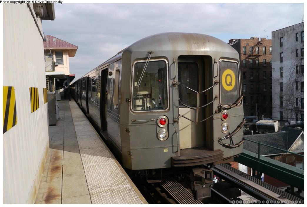 (184k, 1044x703)<br><b>Country:</b> United States<br><b>City:</b> New York<br><b>System:</b> New York City Transit<br><b>Line:</b> BMT Brighton Line<br><b>Location:</b> Brighton Beach <br><b>Route:</b> Q<br><b>Car:</b> R-68A (Kawasaki, 1988-1989)  5172 <br><b>Photo by:</b> David Tropiansky<br><b>Date:</b> 1/27/2010<br><b>Viewed (this week/total):</b> 1 / 867