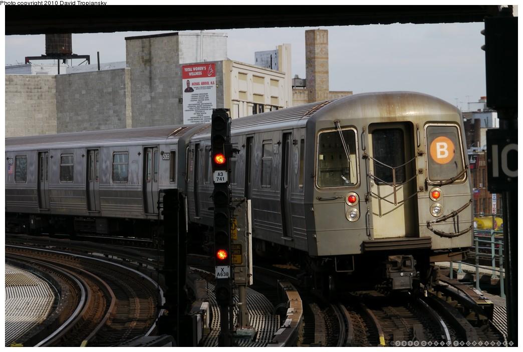 (189k, 1044x703)<br><b>Country:</b> United States<br><b>City:</b> New York<br><b>System:</b> New York City Transit<br><b>Line:</b> BMT Brighton Line<br><b>Location:</b> Brighton Beach <br><b>Route:</b> B<br><b>Car:</b> R-68A (Kawasaki, 1988-1989)  5070 <br><b>Photo by:</b> David Tropiansky<br><b>Date:</b> 1/27/2010<br><b>Viewed (this week/total):</b> 1 / 1065