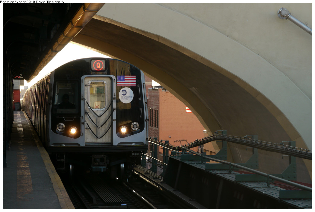 (177k, 1044x703)<br><b>Country:</b> United States<br><b>City:</b> New York<br><b>System:</b> New York City Transit<br><b>Line:</b> BMT Astoria Line<br><b>Location:</b> Ditmars Boulevard <br><b>Route:</b> Q reroute<br><b>Car:</b> R-160B (Kawasaki, 2005-2008)  8903 <br><b>Photo by:</b> David Tropiansky<br><b>Date:</b> 1/31/2010<br><b>Viewed (this week/total):</b> 0 / 1938