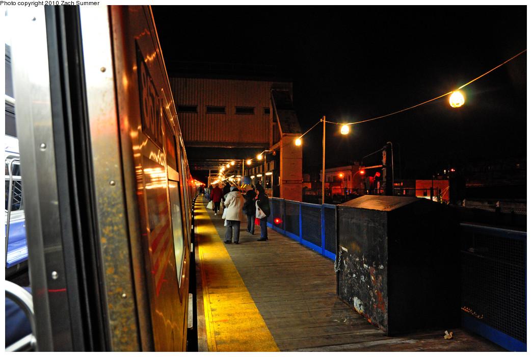 (235k, 1044x700)<br><b>Country:</b> United States<br><b>City:</b> New York<br><b>System:</b> New York City Transit<br><b>Line:</b> BMT Brighton Line<br><b>Location:</b> Kings Highway <br><b>Route:</b> Q<br><b>Car:</b> R-160A-2 (Alstom, 2005-2008, 5 car sets)  8672 <br><b>Photo by:</b> Zach Summer<br><b>Date:</b> 1/9/2010<br><b>Viewed (this week/total):</b> 0 / 1125