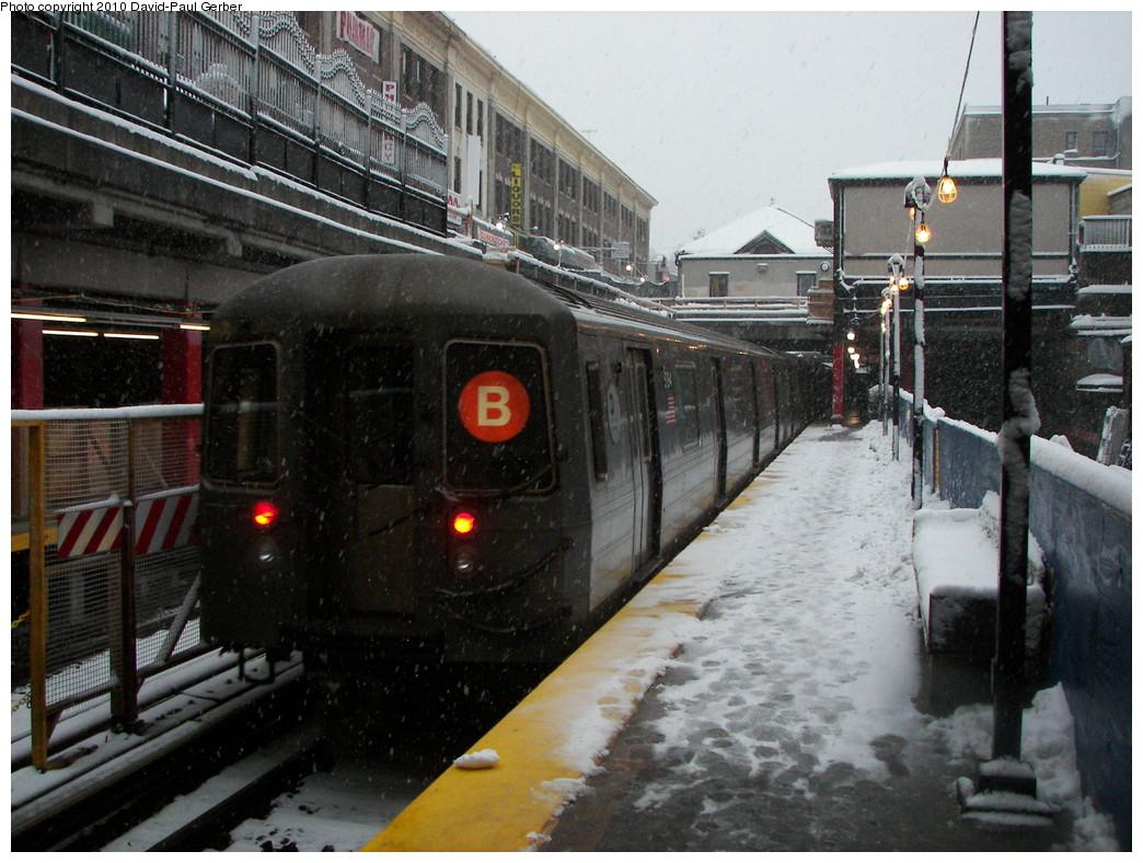 (294k, 1044x788)<br><b>Country:</b> United States<br><b>City:</b> New York<br><b>System:</b> New York City Transit<br><b>Line:</b> BMT Brighton Line<br><b>Location:</b> Newkirk Plaza (fmrly Newkirk Ave.) <br><b>Route:</b> B<br><b>Car:</b> R-68A (Kawasaki, 1988-1989)  5194 <br><b>Photo by:</b> David-Paul Gerber<br><b>Date:</b> 2/10/2010<br><b>Viewed (this week/total):</b> 0 / 1579
