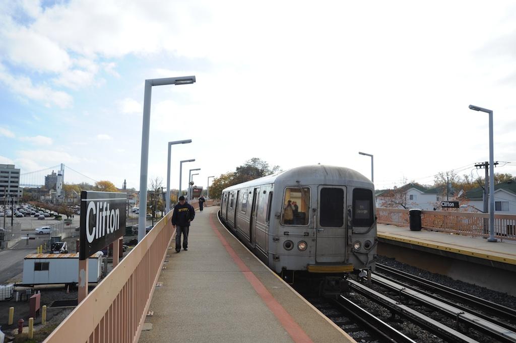 (170k, 1024x681)<br><b>Country:</b> United States<br><b>City:</b> New York<br><b>System:</b> New York City Transit<br><b>Line:</b> SIRT<br><b>Location:</b> Clifton <br><b>Car:</b> R-44 SIRT (St. Louis, 1971-1973)  <br><b>Photo by:</b> Richard Panse<br><b>Date:</b> 10/30/2009<br><b>Viewed (this week/total):</b> 2 / 994