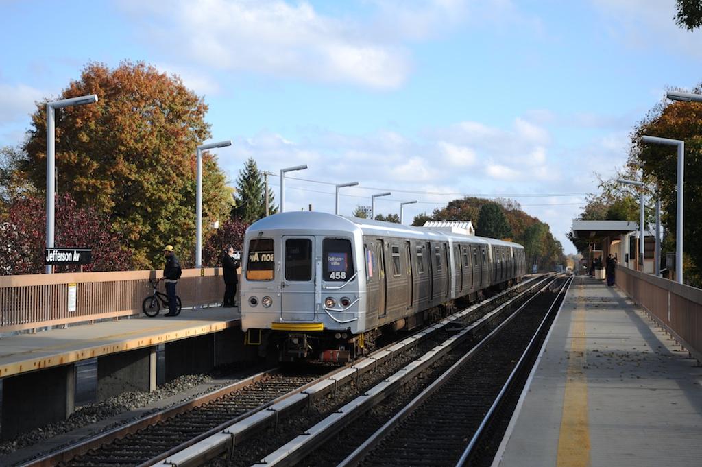 (249k, 1024x681)<br><b>Country:</b> United States<br><b>City:</b> New York<br><b>System:</b> New York City Transit<br><b>Line:</b> SIRT<br><b>Location:</b> Jefferson Avenue <br><b>Car:</b> R-44 SIRT (St. Louis, 1971-1973) 458 <br><b>Photo by:</b> Richard Panse<br><b>Date:</b> 10/30/2009<br><b>Viewed (this week/total):</b> 0 / 970