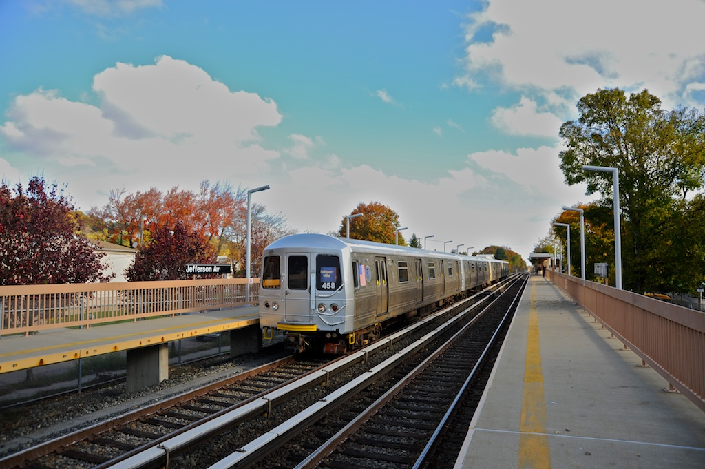 (247k, 1024x681)<br><b>Country:</b> United States<br><b>City:</b> New York<br><b>System:</b> New York City Transit<br><b>Line:</b> SIRT<br><b>Location:</b> Jefferson Avenue <br><b>Car:</b> R-44 SIRT (St. Louis, 1971-1973) 458 <br><b>Photo by:</b> Richard Panse<br><b>Date:</b> 10/30/2009<br><b>Viewed (this week/total):</b> 0 / 1027
